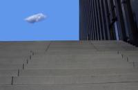 Single cloud at the top of steps along side a building. Dusseldorf, Germany 20071010288| 写真素材・ストックフォト・画像・イラスト素材|アマナイメージズ