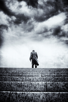 Rear view of man in trench coat walking up stone steps 20071011348| 写真素材・ストックフォト・画像・イラスト素材|アマナイメージズ