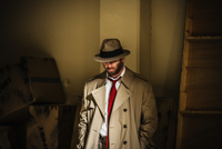 Man wearing a trench coat and hat in a warehouse 20071011818| 写真素材・ストックフォト・画像・イラスト素材|アマナイメージズ