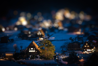 Shirakawa-go is located in the village of Shirakawa in Gifu Prefecture. It is well known for its houses constructed in the archi 20073000719| 写真素材・ストックフォト・画像・イラスト素材|アマナイメージズ