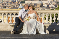 Newly-weds in the city of Rome, Italy, Europe 20080001084| 写真素材・ストックフォト・画像・イラスト素材|アマナイメージズ