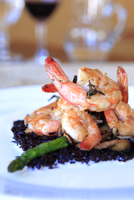 South America, Brazil, Paraty, Costa Verde (Green Coast), prawns (shrimps) and black rice with asparagus at the Caminho do Ouro 20088002142| 写真素材・ストックフォト・画像・イラスト素材|アマナイメージズ