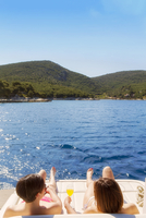 Europe, Balkans, Croatia, Hvar island, tourists on a yacht in the Adriatic sipping cocktails in the sun MR 20088006365| 写真素材・ストックフォト・画像・イラスト素材|アマナイメージズ