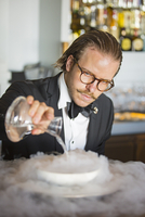 Denmark, Hillerod, Copenhagen. A barman prepares a cocktail at Hotel D'Angleterre using liquid nitrogen. (MR). 20088006671| 写真素材・ストックフォト・画像・イラスト素材|アマナイメージズ