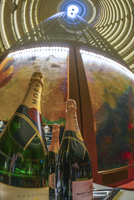 China, Shanghai, Pudong, Jin Mao Tower, Grand Hyatt Shanghai Jin Mao Tower Hotel, Moet Champagne bottles 20088019538| 写真素材・ストックフォト・画像・イラスト素材|アマナイメージズ