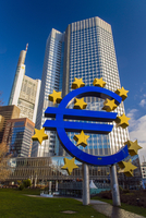 Euro monument in front of the European Central Bank headquarters at Willy Brandt Platz, Frankfurt am Main, Hesse, Germany