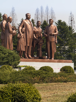Democratic Peoples's Republic of Korea (DPRK), North Korea, Pyongyang, Pyongyang Film Studios, Statue of Kim Il Sung directing p 20088060861| 写真素材・ストックフォト・画像・イラスト素材|アマナイメージズ