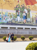 Democratic Peoples's Republic of Korea (DPRK), North Korea, Pyongyang, Pyongyang Film Studios, Wall murals 20088060862| 写真素材・ストックフォト・画像・イラスト素材|アマナイメージズ