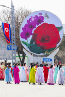Democratic Peoples's Republic of Korea (DPRK), North Korea, Pyongyang, women in traditional dress dancing during street celebrat 20088060909| 写真素材・ストックフォト・画像・イラスト素材|アマナイメージズ