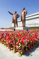Democratic Peoples's Republic of Korea (DPRK), North Korea, Pyongyang, Mansudae Grand Monument, Statues of former Presidents Kim 20088060958| 写真素材・ストックフォト・画像・イラスト素材|アマナイメージズ