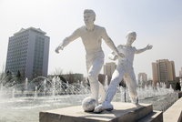 Democratic Peoples's Republic of Korea (DPRK), North Korea, Pyongyang fountains in front of the Pyongyang Indoor Stadium 20088060965| 写真素材・ストックフォト・画像・イラスト素材|アマナイメージズ