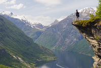 Europe, Scandinavia, Norway, Western Fjords, cliff top view over Geiranger Fjord, Unesco World Heritage site, MR 20088062084| 写真素材・ストックフォト・画像・イラスト素材|アマナイメージズ