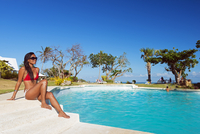 South East Asia, Philippines, The Visayas, Cebu, Bantayan Island, Paradise Beach, girl at Ogtong resort pool (MR) 20088064631| 写真素材・ストックフォト・画像・イラスト素材|アマナイメージズ