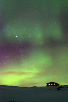 Arctic Circle, Lapland, Scandinavia, Sweden, Abisko National Park, aurora borealis northern lights on Kungsleden (Kings Trail) 20088076944| 写真素材・ストックフォト・画像・イラスト素材|アマナイメージズ