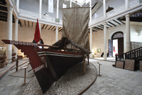 Zanzibar, Tanzania. A Traditional Dhow boat on dislay inside The House of Wonders National Museum in Stone Town 20088081430| 写真素材・ストックフォト・画像・イラスト素材|アマナイメージズ