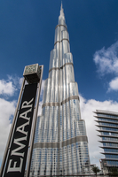 Burj Khalifa skyscraper with the Emaar Properties logo sign, Dubai, United Arab Emirates 20088081661| 写真素材・ストックフォト・画像・イラスト素材|アマナイメージズ