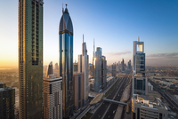 United Arab Emirates, Dubai, Sheikh Zayed Rd, traffic and new high rise buildings along Dubai's main road 20088082220| 写真素材・ストックフォト・画像・イラスト素材|アマナイメージズ