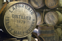 UK, Scotland, Argyll and Bute, Islay, Laphroaig Whisky Distillery, Casks, including one signed by Prince Charles 20088083414| 写真素材・ストックフォト・画像・イラスト素材|アマナイメージズ
