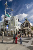 Rodeo Drive shopping district in Beverly Hills, Los Angeles, California, USA 20088089159| 写真素材・ストックフォト・画像・イラスト素材|アマナイメージズ