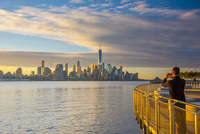 USA, New York, Manhattan, Lower Manhattan and World Trade Center, Freedom Tower across Hudson River from Pier C Park, Hoboken, N 20088090091| 写真素材・ストックフォト・画像・イラスト素材|アマナイメージズ