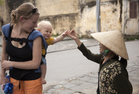 Vietnam, Quang Nam Province, Hoi An. A tourist and her baby say hello to a friendly lady in Hoi An. MR. 20088093553| 写真素材・ストックフォト・画像・イラスト素材|アマナイメージズ