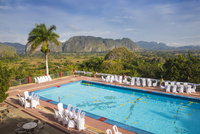 Cuba, Pinar del Rio Province, Vinales, View over Hotel Horizontes Los Jazmines swimming pool to Vinales valley - set up for a we 20088105629| 写真素材・ストックフォト・画像・イラスト素材|アマナイメージズ
