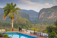 Cuba, Pinar del Rio Province, Vinales, View over Hotel Horizontes Los Jazmines swimming pool to Vinales valley - set up for a we 20088105631| 写真素材・ストックフォト・画像・イラスト素材|アマナイメージズ