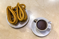 Cup of hot chocolate served with churros at the historical Chocolateria San Gines cafe, Madrid, Community of Madrid, Spain 20088116745| 写真素材・ストックフォト・画像・イラスト素材|アマナイメージズ