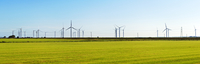 A panoramic view of the wind turbines and electricity cables near Romney Marsh. 20089000835| 写真素材・ストックフォト・画像・イラスト素材|アマナイメージズ