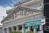 Constitution Avenue street sign and the National Archives of the United States of America building in Washington DC. 20089001294| 写真素材・ストックフォト・画像・イラスト素材|アマナイメージズ