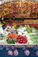 Fresh produce for sale in the Great Market Hall in Budapest. 20089005968| 写真素材・ストックフォト・画像・イラスト素材|アマナイメージズ