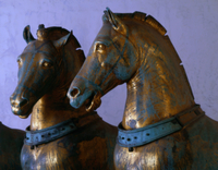 The Four Horses of San Marco, detail of two of the horses, r 22040061722| 写真素材・ストックフォト・画像・イラスト素材|アマナイメージズ
