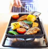 Grilling chicken breast and vegetables 22199045844| 写真素材・ストックフォト・画像・イラスト素材|アマナイメージズ