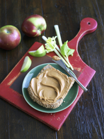 Peanut Butter on a Slice of Whole Wheat Bread with Apples an 22199075686| 写真素材・ストックフォト・画像・イラスト素材|アマナイメージズ