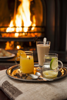 Three different hot drinks on a tray in front of the fire 22199075991| 写真素材・ストックフォト・画像・イラスト素材|アマナイメージズ
