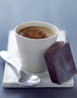 A cup of coffee and a piece of chocolate 22199077025| 写真素材・ストックフォト・画像・イラスト素材|アマナイメージズ
