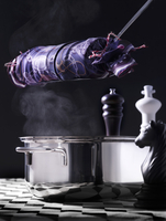 Napkin dumplings in a silk cloth above a pot on a chessboard 22199078599| 写真素材・ストックフォト・画像・イラスト素材|アマナイメージズ