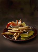 Parsley root tempura with fried prawns and curry and coconut sauce 22199078758| 写真素材・ストックフォト・画像・イラスト素材|アマナイメージズ
