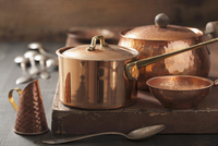 Assorted copper pots and cooking utensils 22199078933| 写真素材・ストックフォト・画像・イラスト素材|アマナイメージズ
