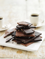 Pieces of chocolate, stacked and coffee cups 22199080844| 写真素材・ストックフォト・画像・イラスト素材|アマナイメージズ