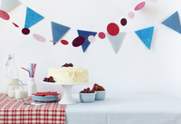 Birthday Table with a White Frosted Cake and Fresh Berries; Milk 22199080867| 写真素材・ストックフォト・画像・イラスト素材|アマナイメージズ