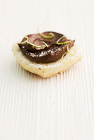 Bread roll topped with chocolate & coconut spread and lime zest 22199081426| 写真素材・ストックフォト・画像・イラスト素材|アマナイメージズ