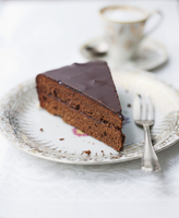 A slice of Sachertorte (rich chocolate cake from Austria) served with coffee 22199081477| 写真素材・ストックフォト・画像・イラスト素材|アマナイメージズ