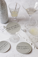 Pale cocktails with labelled cardboard lids 22199085918| 写真素材・ストックフォト・画像・イラスト素材|アマナイメージズ