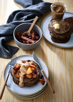 Rye and buckwheat pancakes with apple and cranberry compote, and date and almond butter 22199088210| 写真素材・ストックフォト・画像・イラスト素材|アマナイメージズ