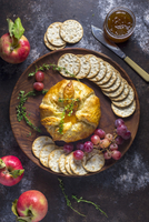 Baked Brie in Pastry with Fig Jam and Thyme 22199088689| 写真素材・ストックフォト・画像・イラスト素材|アマナイメージズ