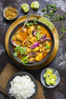 Chicken Massaman Curry with Rice and Limes 22199088704| 写真素材・ストックフォト・画像・イラスト素材|アマナイメージズ