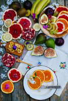 Various colourful fruits on a wooden table 22199090896| 写真素材・ストックフォト・画像・イラスト素材|アマナイメージズ