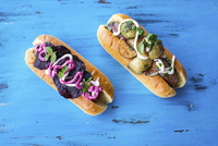 Hot Dog with pork sausage with roast potatoes, a fresh basil pesto and sour cream and with beetroot crisps, mint and beetroot sa 22199091185| 写真素材・ストックフォト・画像・イラスト素材|アマナイメージズ
