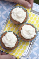 Carrot muffins with frosting 22199091215| 写真素材・ストックフォト・画像・イラスト素材|アマナイメージズ
